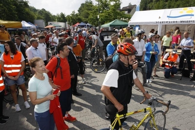 Fraktionsvorsitzender der Kreistagsfraktion der GRÜNEN Hermann Reyher(mitrotem Fahrradhelm) beim autofreien Volmetal 2017