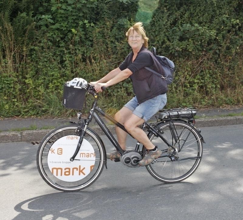 Fraktionsvorsitzenden der Kreistagsfraktion der GRÜNEN Renate Oehmke auf dem Fahrrad bei autofreien Volmetal 2017