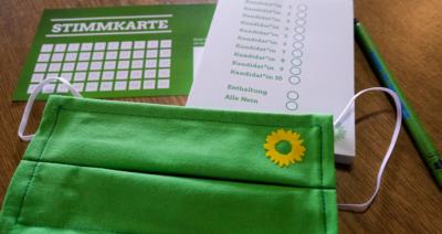 Kommunalwahl 2020: Wahlzettel, Stimmkarte und Mundschutz