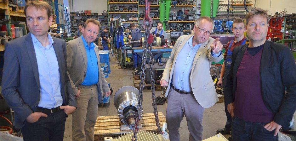Der stellvertretende Ministerpräsident von Schleswig-Horstein Dr. Robert Habeck und der Bundestagskandidat der Grünen John Haberle sind zu Gast bei der Firma Manfred Vogel in Hemer.